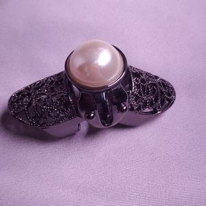 Pearl long knuckle ring